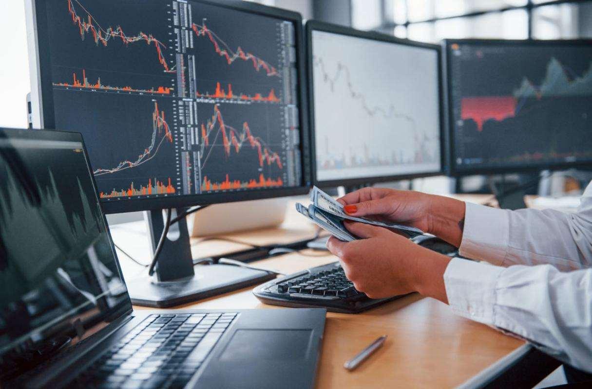 Как торговать на бирже без брокера: за и против